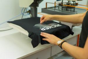 Textildruck Pressvorgang